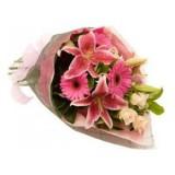 Букет №15 (лилия, герберы, куст. роза, декор.зелень)