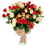 Букет №48 (15 куст. розы, декор.зелень)