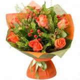 Букет №54 (розы, альстромерии, гиперикум, декор.зелень)