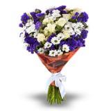 Букет №151 (хризантемы, куст.розы, статица, декор.зелень)