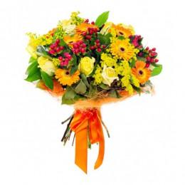 Букет №161 (герберы, розы, гиперикум, солидаго, декор.зелень)