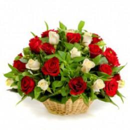Корзина №9 (29 роз, декор.зелень)