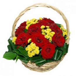 Корзина №13 (11 роз, 6 хризантем, декор.зелень)