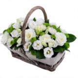 Корзина №19 (3 куст.розы, 3 хризантемы, 5 эустомы, декор.зелень)