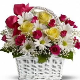 Корзина №20 (4 куст.розы, 4 хризантемы, 3 розы, декор.зелень)