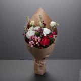 Букет в крафте №3 (розы, эустома, матиола, бувардия, гиперикум, декор.зелень)