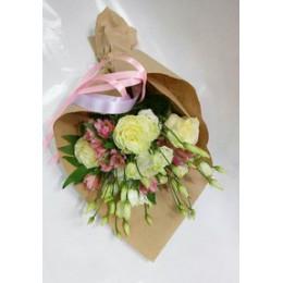Букет в крафте №12 (розы, эустома, альстромерия, декор.зелень)