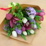 Букет в крафте №13 (орхидеи, гиацинты, тюльпаны)