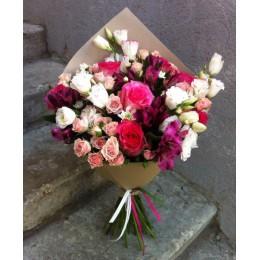Букет в крафте №19 (розы, куст.розы, эустома, альстромерия)