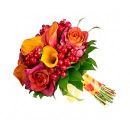 Букет невесты №11 (каллы, розы, гиперикум, зелень, декор)