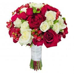 Букет невесты №13 (розы, куст.розы, гиперикум, зелень, декор)