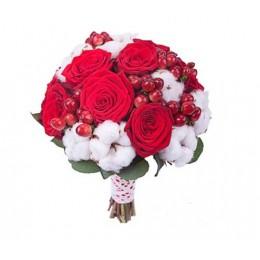 Букет невесты №20 (розы, хлопок, гиперикум, зелень, декор)