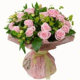 Букет №231 (розы, альстромерии, декор.зелень)